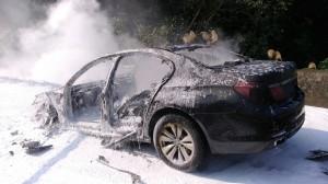 BMW大七國道燒成廢鐵  駕駛倉皇棄車逃命