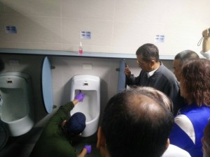 公廁品質旅客打叉叉  台鐵高雄段找環局技術指導