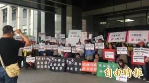 不滿年金改革方向 屏東教師抗議