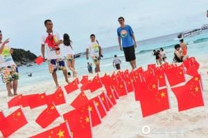 誇張!中客遊泰國 插五星旗「佔領」沙灘