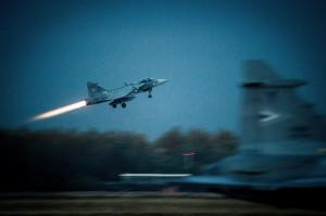 泰國獅鷲戰機表演當眾墜毀  飛行員不幸喪生