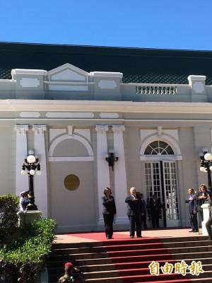 小英與薩國總統會談 獲頒金質大十字勳章