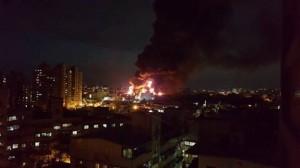 中壢輪胎廠入夜還在燒 傳起因疑為電線走火