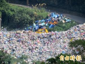 竹東垃圾堆積如山 地方憂污染民生水源