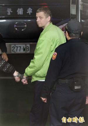 一銀盜領案3外國人各判5年 聆判後表情木然