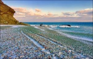 化腐朽為神奇! 俄國垃圾海灘遍地玻璃閃耀