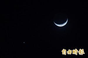 月亮旁邊有亮點? 「金星合月」今晚再登場