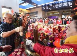 光華商場開市 送出168個紅包