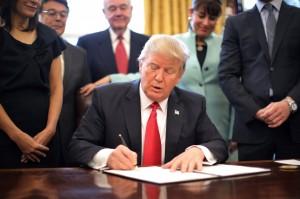 川普實施移民禁令  路透民調:49%受訪者贊同