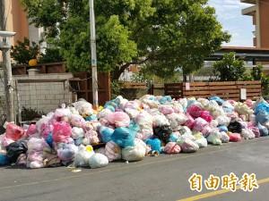 公德心放春假? 竹東街頭出現「垃圾長城」