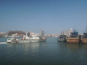 中國漁船澎湖外海沉沒 兩岸派人救起11船員