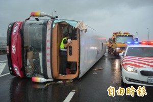 遊覽車意外多 交通部考慮「全車強制繫安全帶」