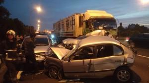 中山高大貨車翻覆6車追撞 6人受傷