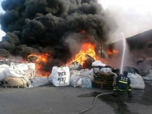 溪州資源回收廠大火 濃煙直竄天際