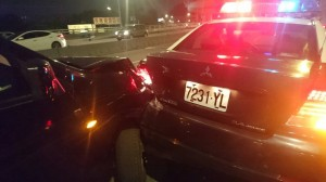 扯!男子喝太醉開上橋 追撞兩台警車