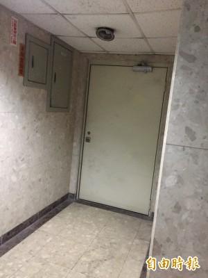 女模命案後 商場通往地下之門全上鎖