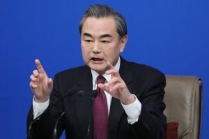 籲南韓撤薩德   中國外長:難道要迎頭對撞嗎?