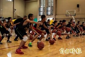 國手教練傳承球技 引爆竹市小選手籃球魂