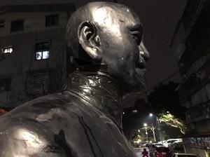 6刀斬首蔣介石銅像 手起刀落影片曝光