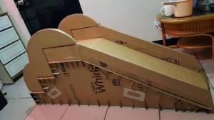 老爸為女兒親手打造「紙箱溜滑梯」 網:果然是前世情人!