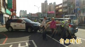 逆向行駛撞警車 老婦竟斥責:警車突然衝出來