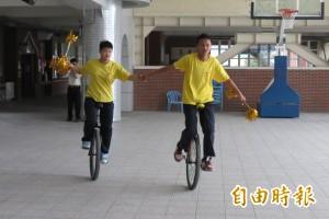 台中特教生騎獨輪車 5月花東百里傳愛