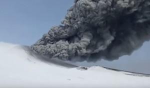 俄國火山沉寂250年  近日突噴發嚇壞科學家