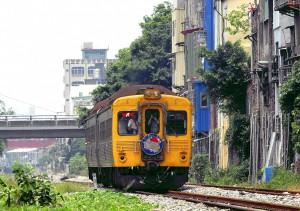 台鐵光華號重現江湖 95歲鐵道迷憶當年