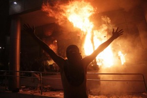 巴拉圭示威燒掉的國會 台灣捐6.3億蓋的