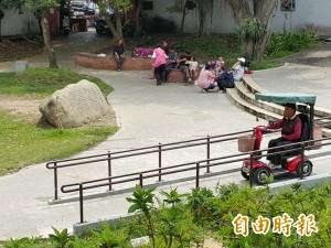 竹縣戲曲公園身障坡道 被當機車道惹怨