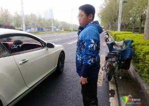 少年騎車撞壞賓利後照鏡 聽到維修金額後哭了