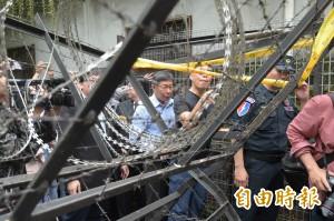 柯P遭抗議者攻擊 黃暐瀚質疑員警不好意思驅離