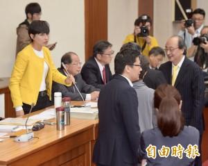 藍委占發言台卻要主席負責 邱議瑩:有這種道理?