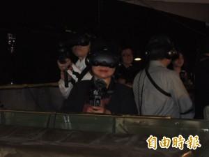 花媽VR射擊初體驗  痛快打僵屍