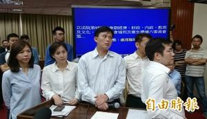 反前瞻鬧場大喊「會議無效」 黃國昌怒飆藍委