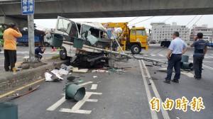 民營垃圾車撞安全島 駕駛重傷不治