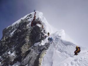 登頂前最後一哩路 珠峰的「希拉蕊階梯」崩塌了