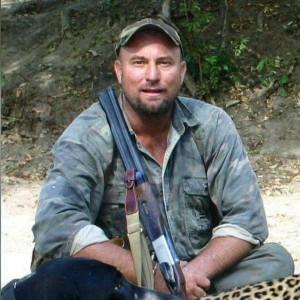 去辛巴威獵大象 男遭被射殺大象壓死