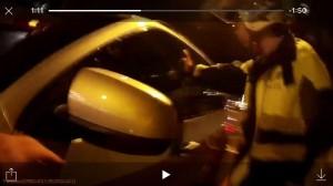 寶馬酒駕男拒不下車 警棍破窗祭9萬罰單加扣車