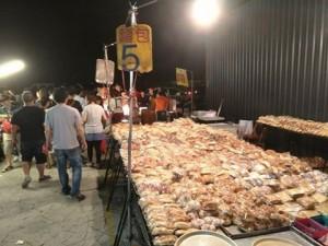 夜市麵包一個賣5元太驚人 網友解答製作過程...