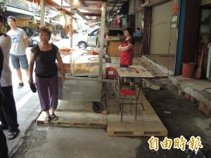 占路?危險? 中和攤商水泥平台被拆 引發民怨