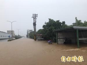 超大豪雨狂襲 淡水、萬里、八里也停班停課