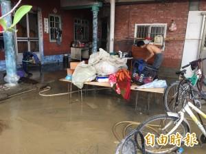 雨不要再下了!大埤豐田村民清理家園