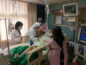 果農父子重病住院 醫護團購水蜜桃助繳醫藥費