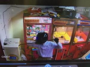 男子騎車偷娃娃店兌幣機 連機車也是偷來的