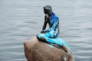 丹麥小美人魚像命運多舛 又被潑漆了