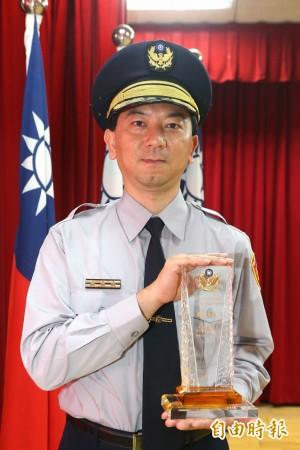 緝毒績效卓著 田偉仁獲頒航警局模範警察