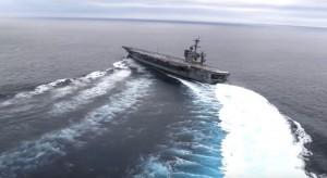 美軍航母海上大「飄移」 S型轉彎展現機動性