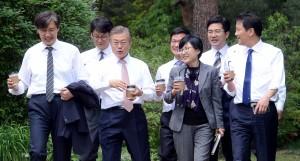 消除南韓門戶歧視 文在寅推公部門「盲眼選拔」