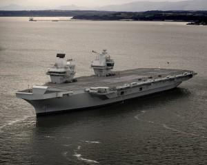 英海軍「秀肌肉 」新銳航母「伊莉莎白女王號」 試航